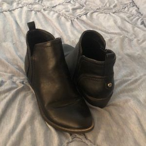 black guess ankle boot